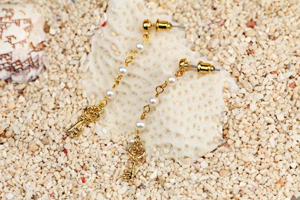Prudence - Pearls & Golden Key Charms-668