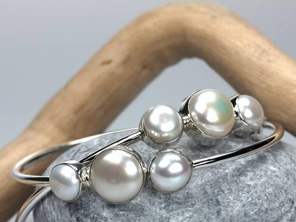 Chica - Silver & Pearl Bangle-430